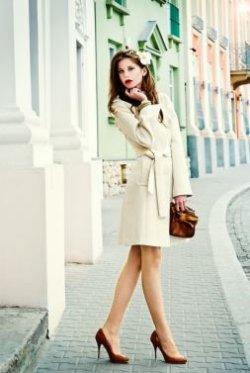 Suknia ślubna z sieciówki: płaszcz