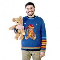 mężczyzna w swetrze