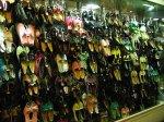 różnego rodzaju buty w różnych kolorach